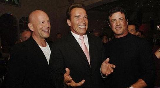 Шварценеггер, Сталлоне и Уиллис на съемках «Пушечного мяса»