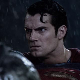 У «Бэтмена против Супермена» проблемы?