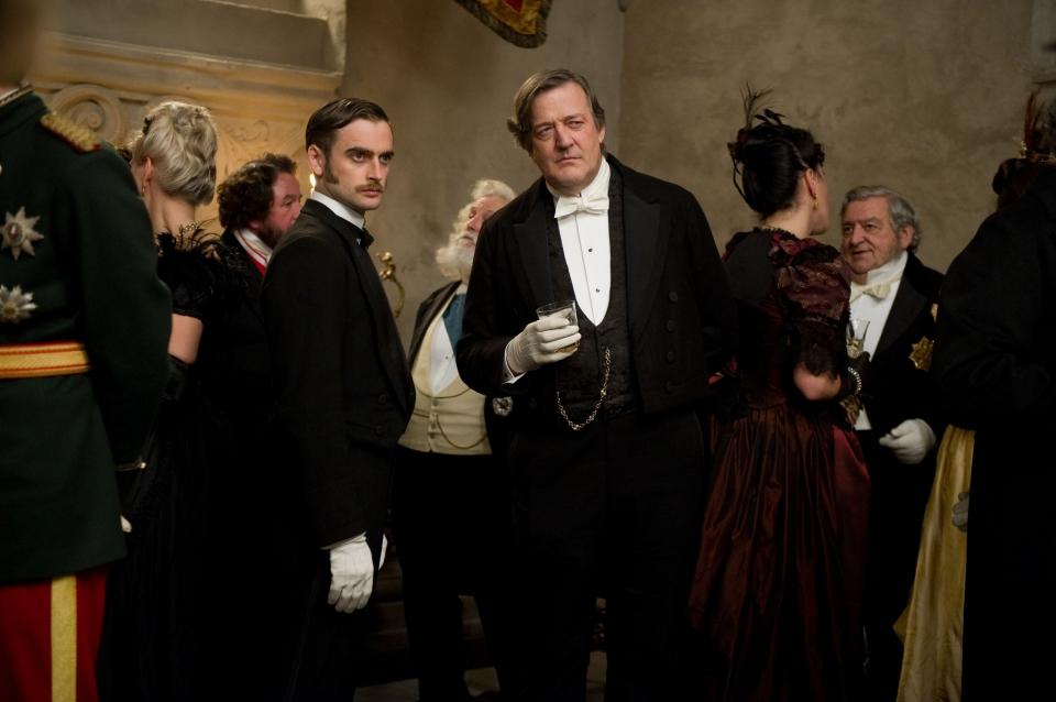 кадры из фильма Шерлок Холмс: Игра теней Стивен Фрай,