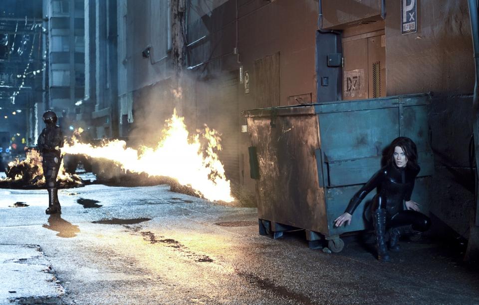 кадры из фильма Другой мир: Пробуждение Кейт Бэкинсейл,