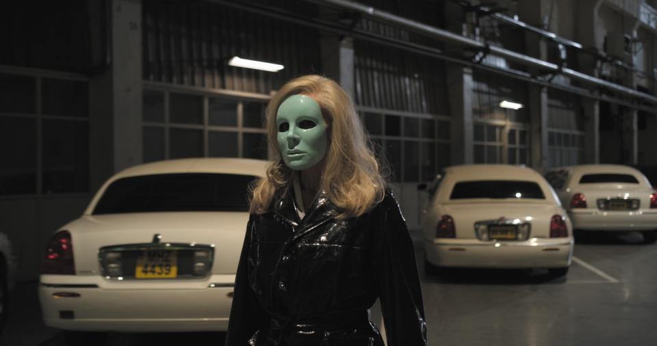 кадры из фильма Корпорация «Святые моторы» Эдит Скоб,