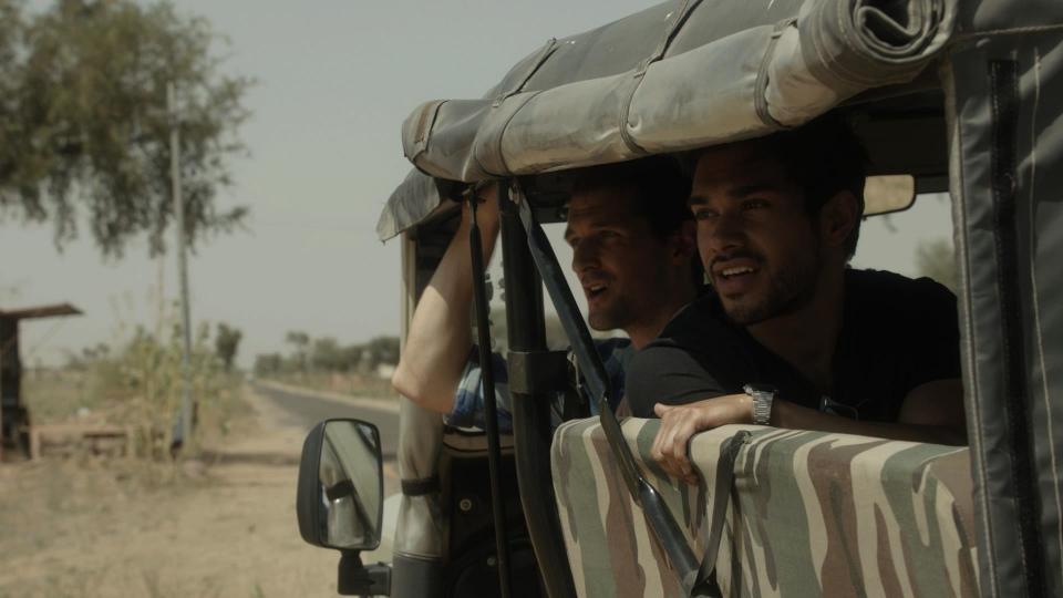 кадры из фильма Красавица из трущоб Риз Ахмед,