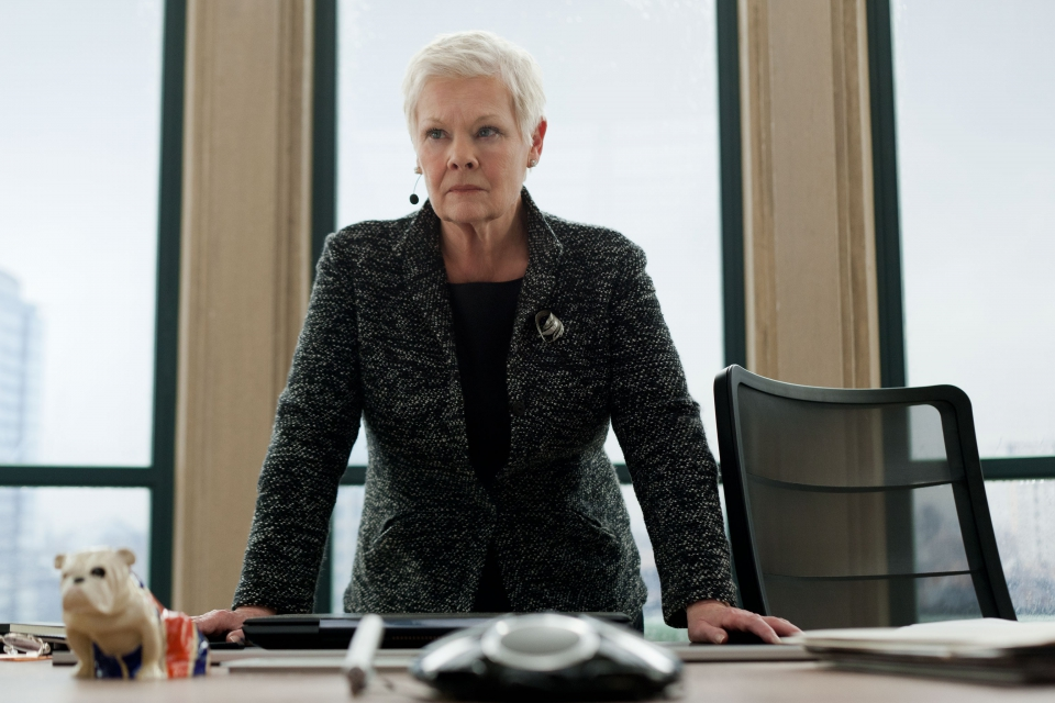 кадры из фильма 007 Координаты Скайфолл Джуди Денч,