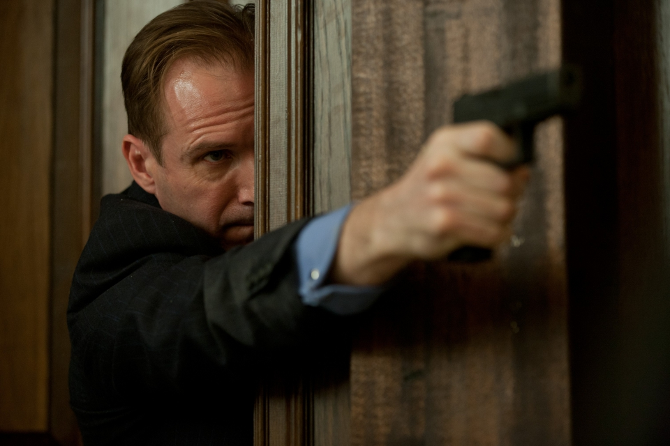 кадры из фильма 007 Координаты Скайфолл Рэйф Файнс,