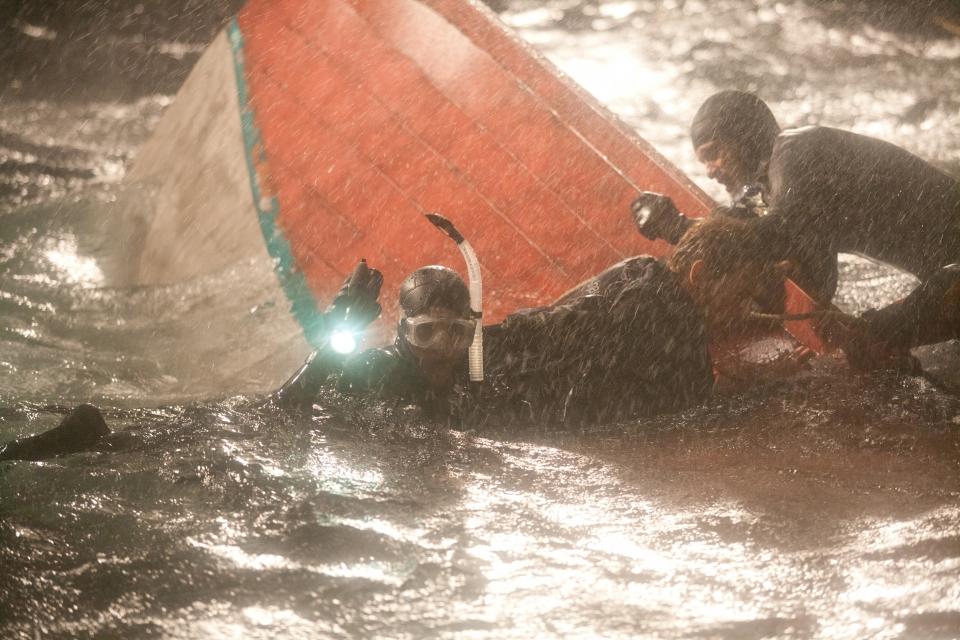 кадры из фильма Заклинательница акул Хэлли Берри, Оливье Мартинез,
