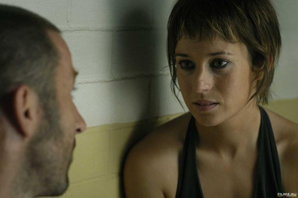 кадры из фильма Темно-синий, почти черный Антонио де ла Торре, Марта Этура,