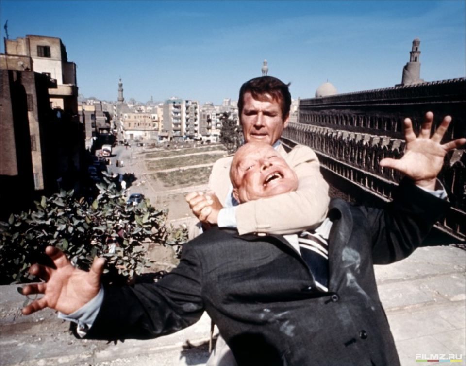 кадры из фильма Шпион, который меня любил Роджер Мур,