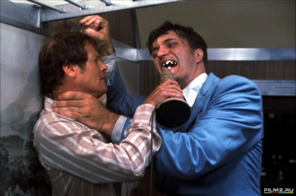 кадры из фильма Шпион, который меня любил Роджер Мур, Ричард Кил,