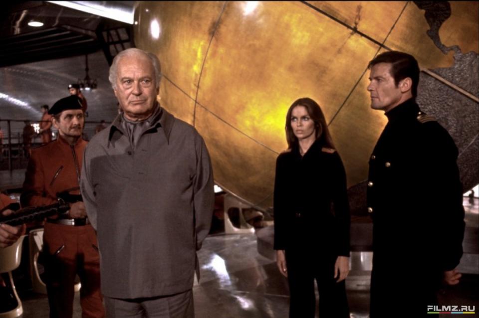 кадры из фильма Шпион, который меня любил Курт Юргенс, Барбара Бах, Роджер Мур,