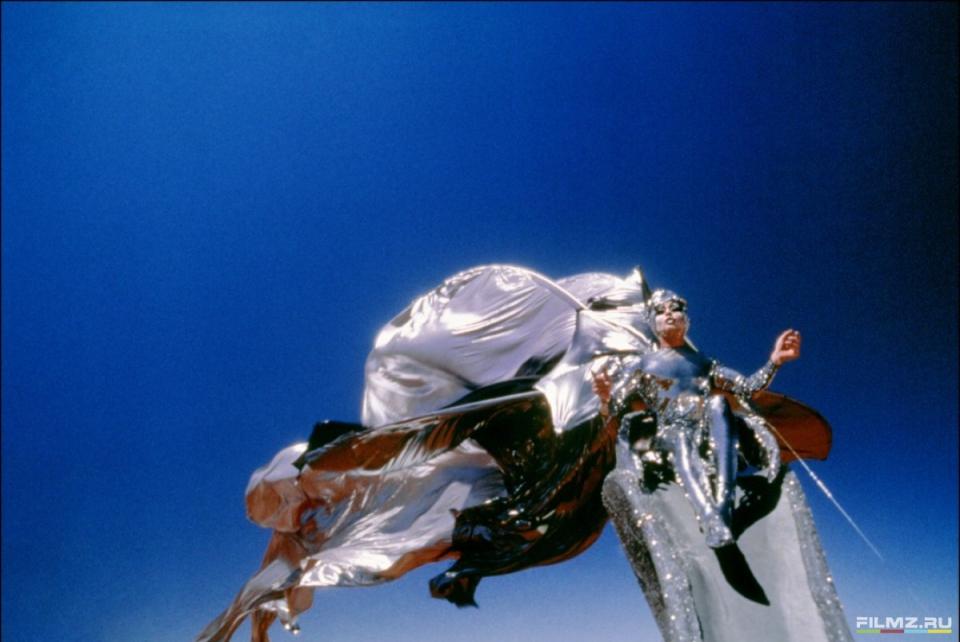 кадры из фильма Приключения Присциллы, королевы пустыни