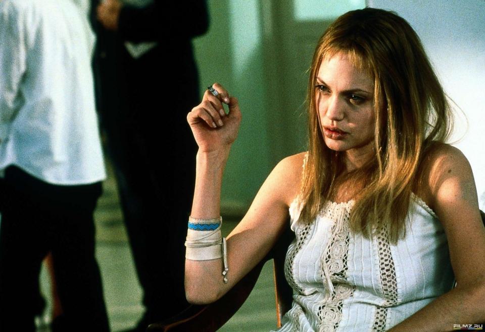кадры из фильма Прерванная жизнь Анджелина Джоли,