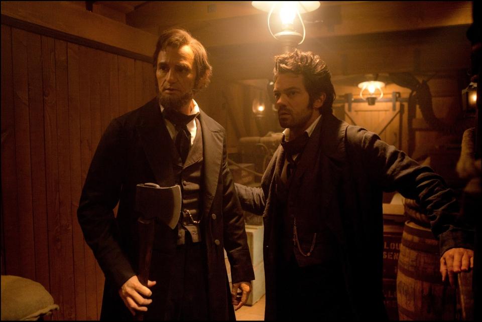 кадры из фильма Президент Линкольн: Охотник на вампиров Бенджамин Уокер, Доминик Купер,