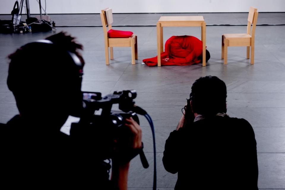 со съемок Марина Абрамович: В присутствии художника Мэттью Эйкерс, Марина Абрамович,