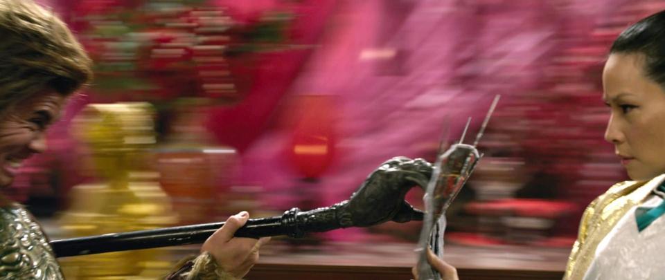 кадры из фильма Железный кулак Канг Ли, Люси Лью,