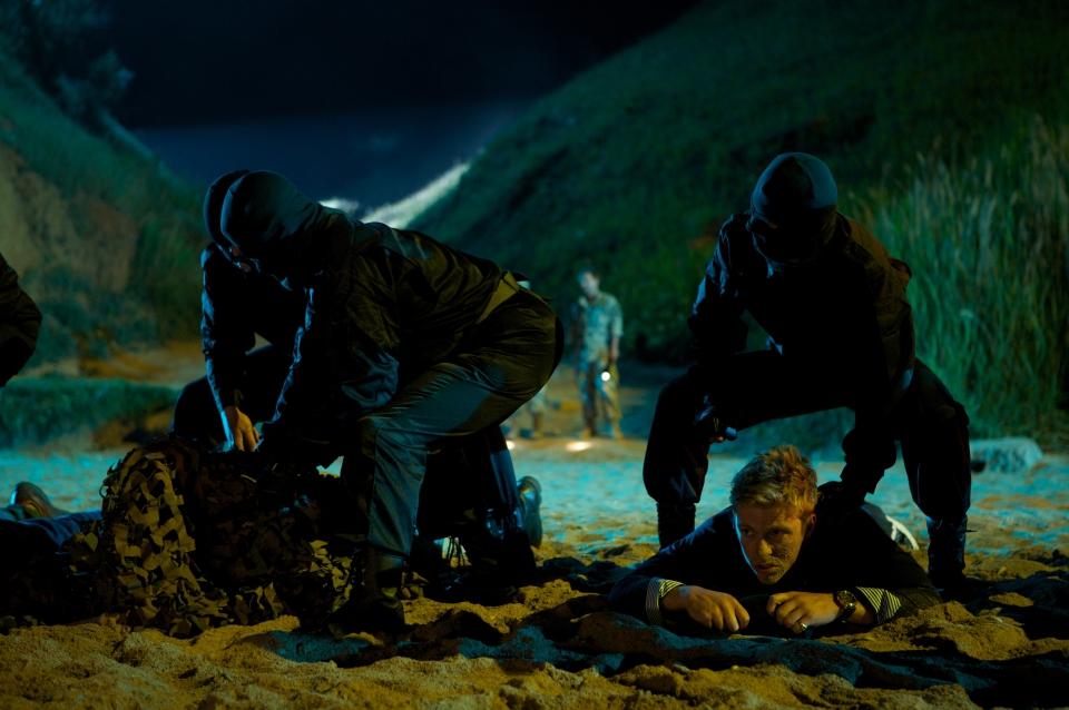 кадры из фильма Солдаты удачи Чарли Бьюли,