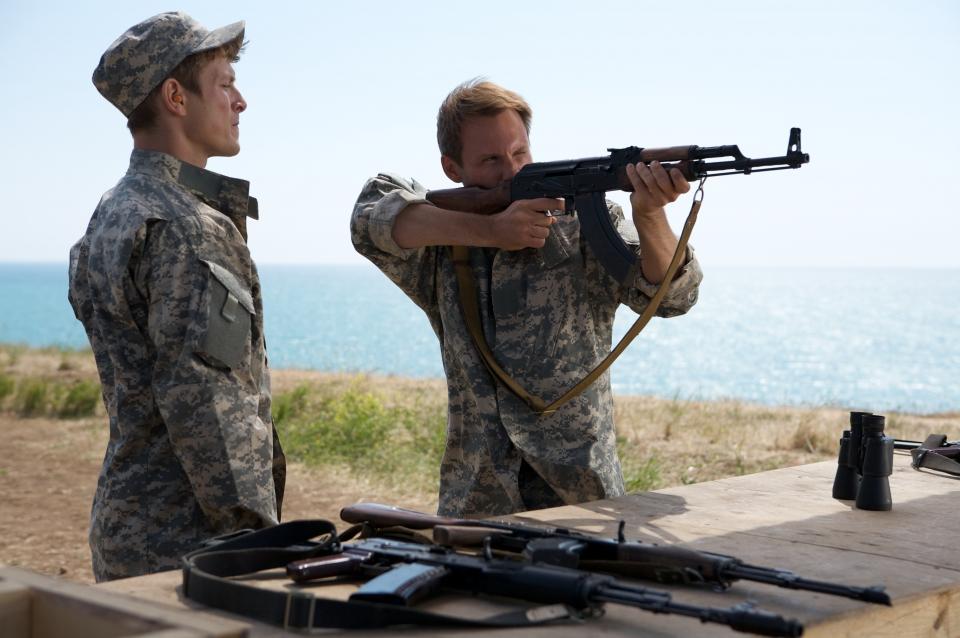 кадры из фильма Солдаты удачи Чарли Бьюли, Кристиан Слэйтер,