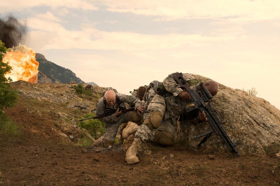 кадры из фильма Солдаты удачи Джеймс Кромвелл, Шон Бин, Винг Рэймс,