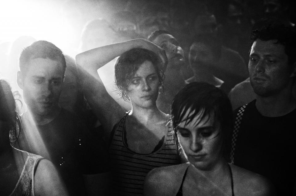 кадры из фильма Их первая ночь Катерин де Леан,