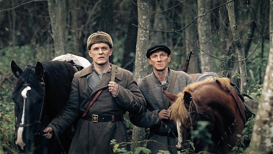 кадры из фильма В тумане Владислав Абашин, Сергей Колесов,