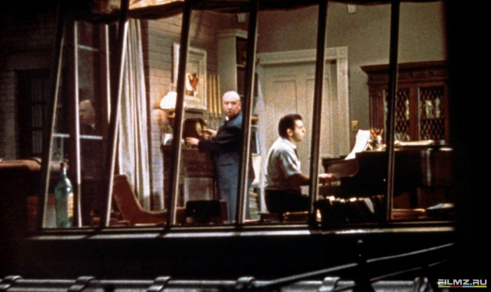кадры из фильма Окно во двор Альфред Хичкок,