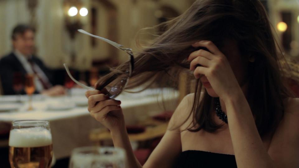 кадры из фильма Пока ночь не разлучит Клавдия Коршунова,