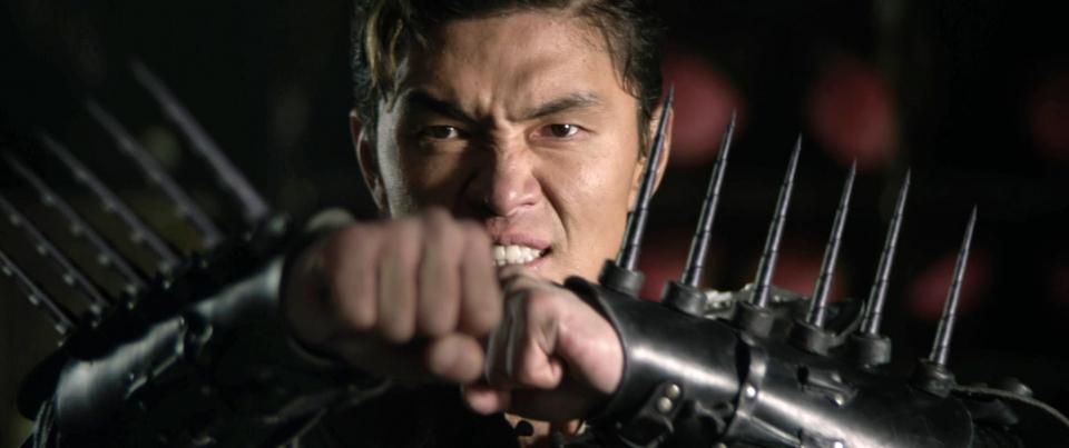 кадры из фильма Железный кулак Рик Юн,