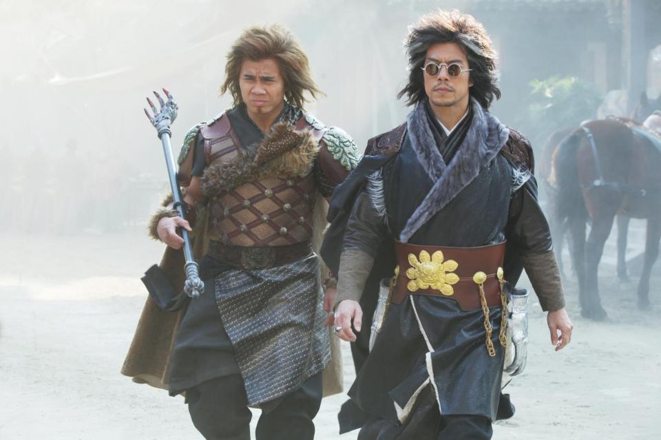 кадры из фильма Железный кулак Канг Ли,