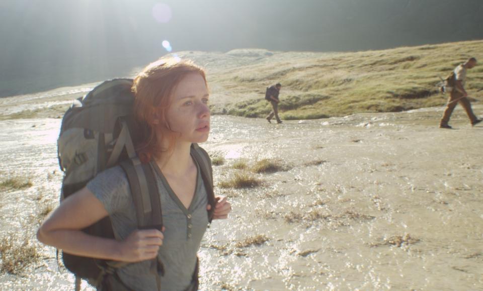 кадры из фильма Самая одинокая планета Хани Фюрстенбер, Гаэль Гарсия Берналь,