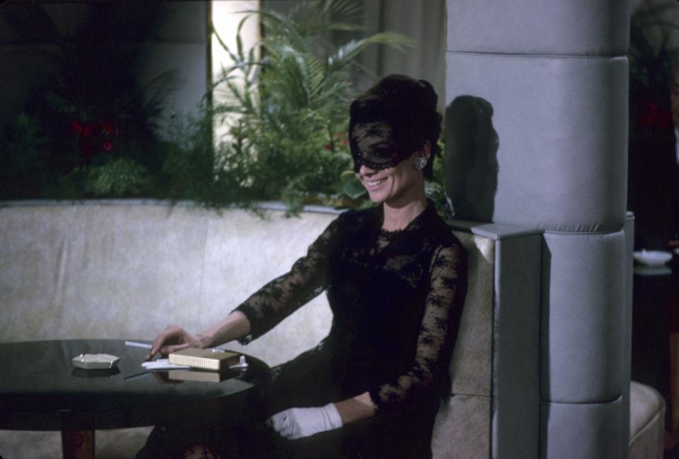кадры из фильма Как украсть миллион Одри Хепберн,
