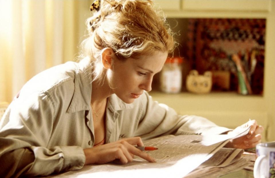 кадры из фильма Эрин Брокович: красивая и решительная Джулия Робертс,
