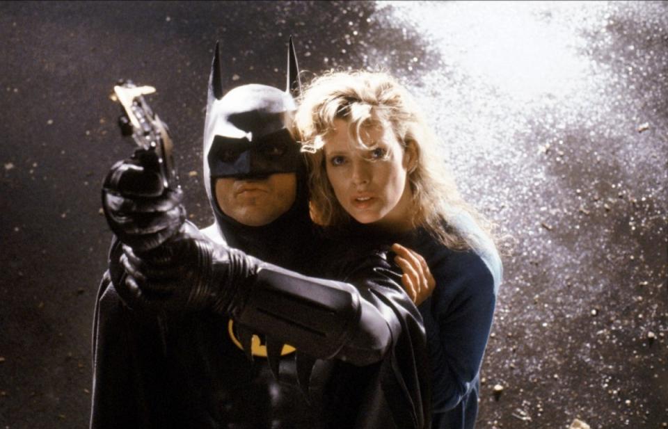 кадры из фильма Бэтмен Ким Бэзингер, Майкл Китон,