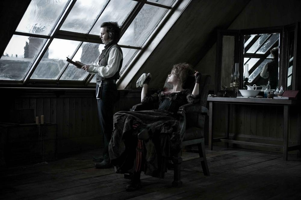кадры из фильма Суини Тодд, демон-парикмахер с Флит-стрит Хелена Бонэм Картер, Джонни Депп,
