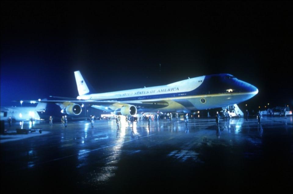 кадры из фильма Самолет президента