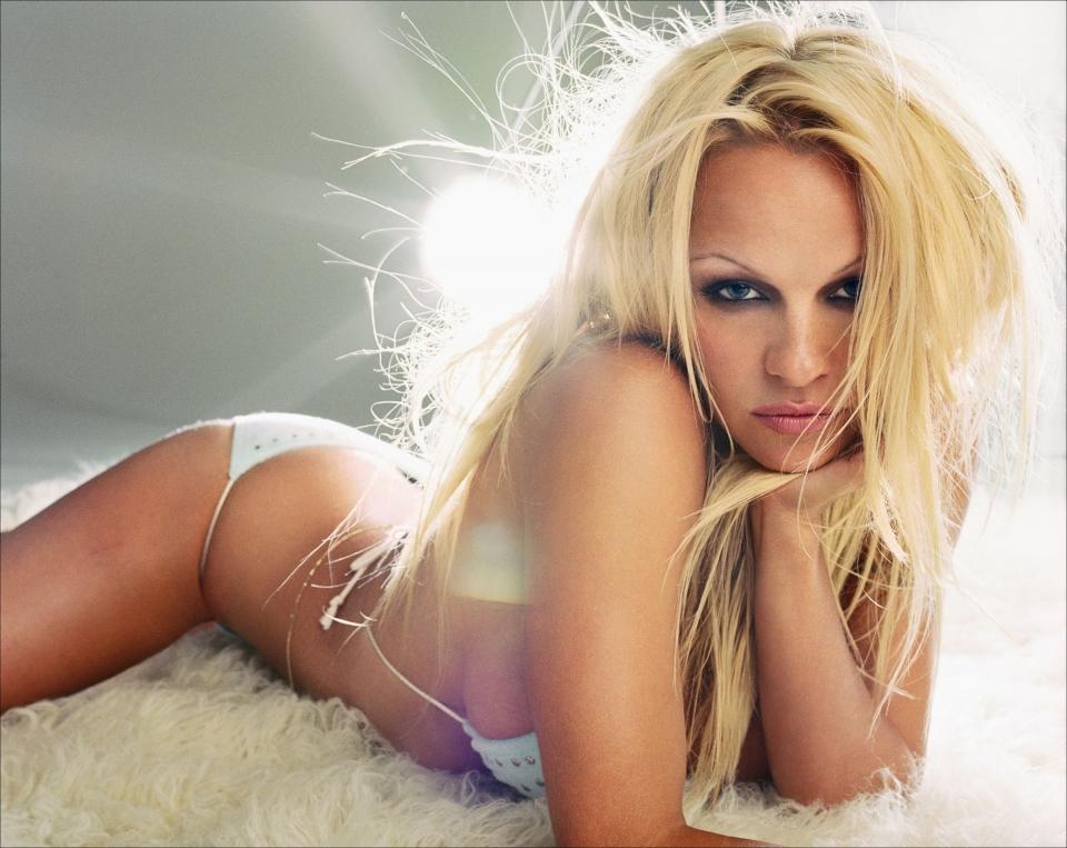 Посмотреть бесплатно порно клипы памелы андерсон 29 фотография