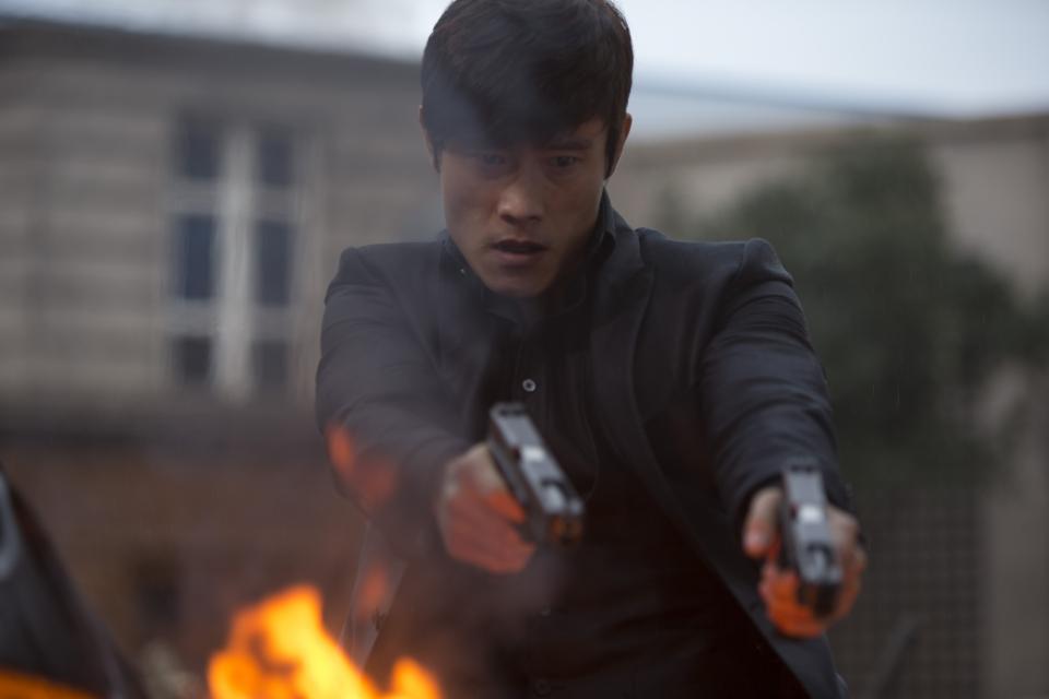 кадры из фильма РЭД 2 Бён Хон Ли,