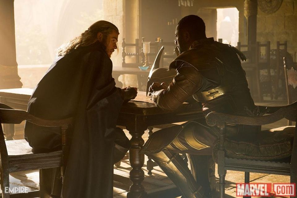кадры из фильма Тор 2: Царство тьмы Крис Хемсворт, Идрис Эльба,