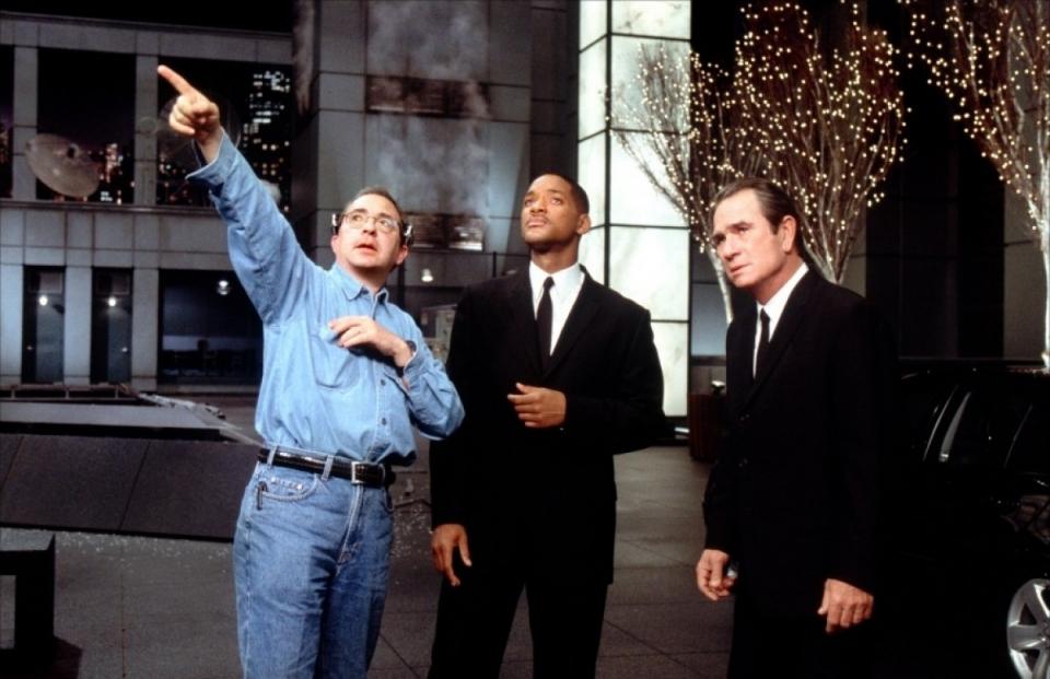 со съемок Люди в черном II Томми Ли Джонс, Уилл Смит, Барри Зонненфельд,