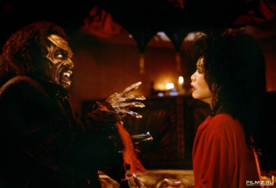 кадры из фильма Вампир в Бруклине Анджела Бассетт, Эдди Мерфи,