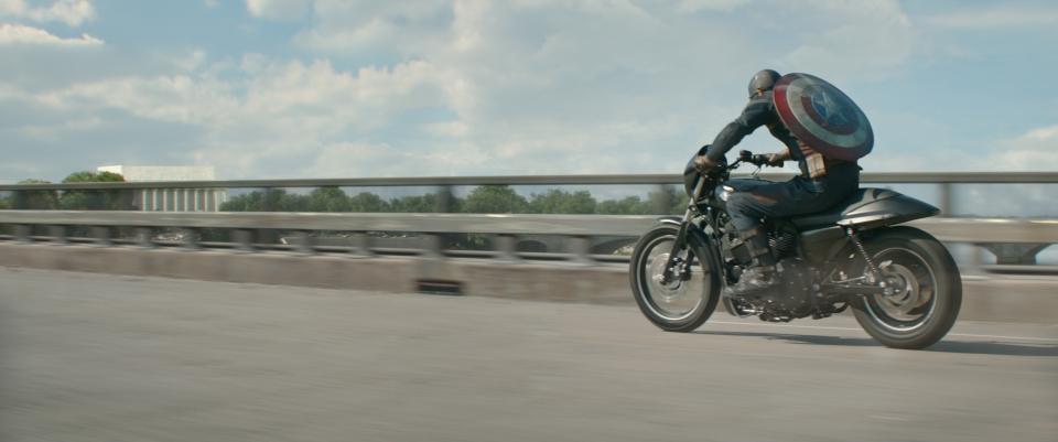 кадры из фильма Первый Мститель: Другая война Крис Эванс,