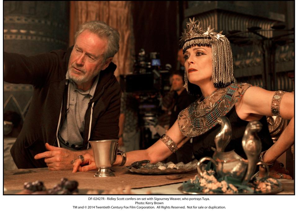 со съемок Исход: Цари и боги Ридли Скотт, Сигурни Уивер,
