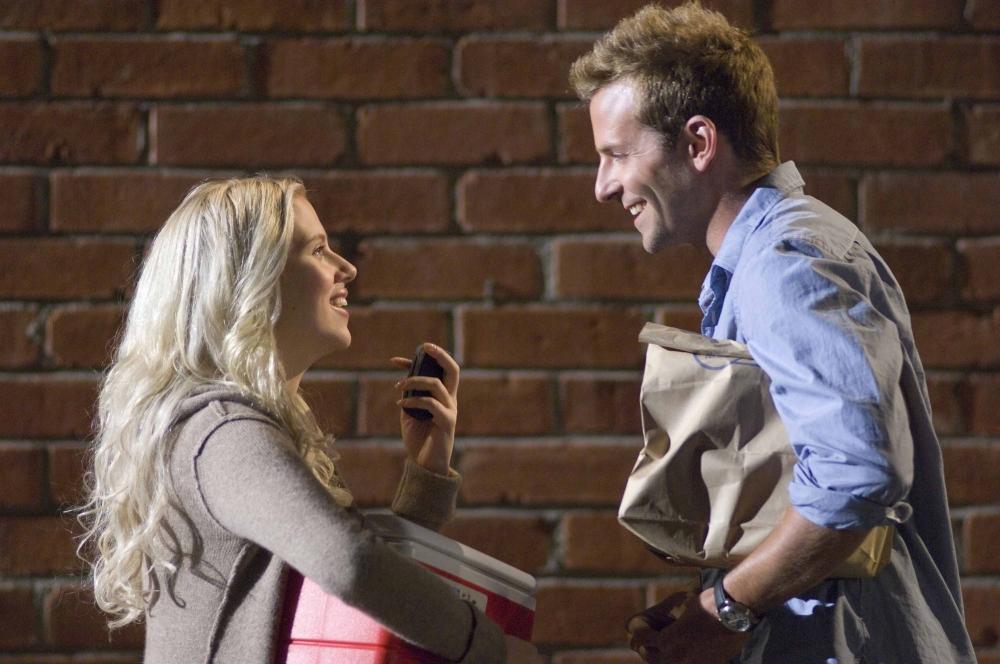 кадры из фильма Обещать — не значит жениться Брэдли Купер, Скарлетт Йоханссон,