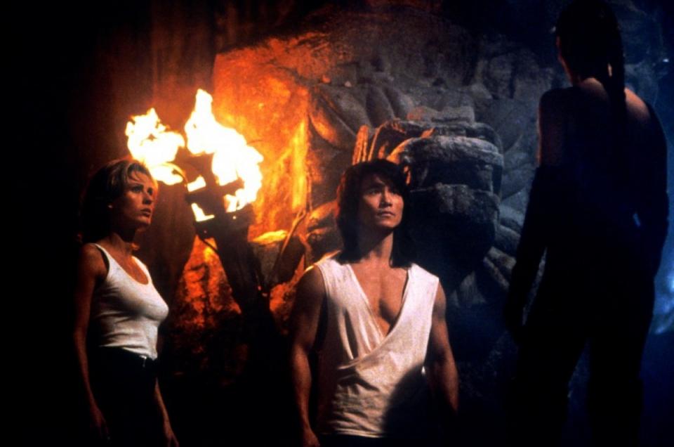 кадры из фильма Смертельная битва 2: Истребление Робин Шу, Талиса Сото, Сандра Хесс,