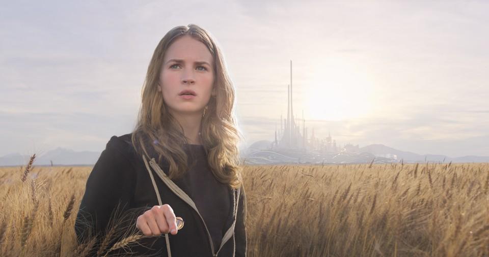 кадры из фильма Земля будущего Бритт Робертсон,