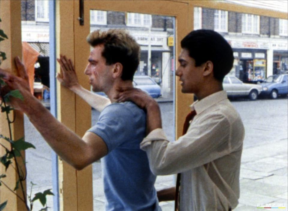 кадры из фильма Моя прекрасная прачечная Гордон Варнеке, Дэниэл Дэй-Льюис,