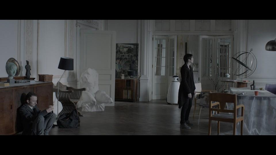 кадры из фильма Под электрическими облаками