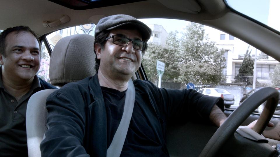 кадры из фильма Такси Джафар Панахи,
