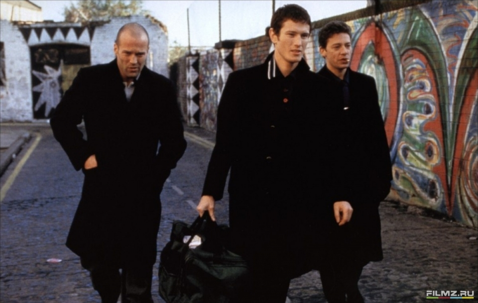 кадры из фильма Карты, деньги, два ствола Джейсон Стэтем, Ник Моран, Декстер Флетчер,