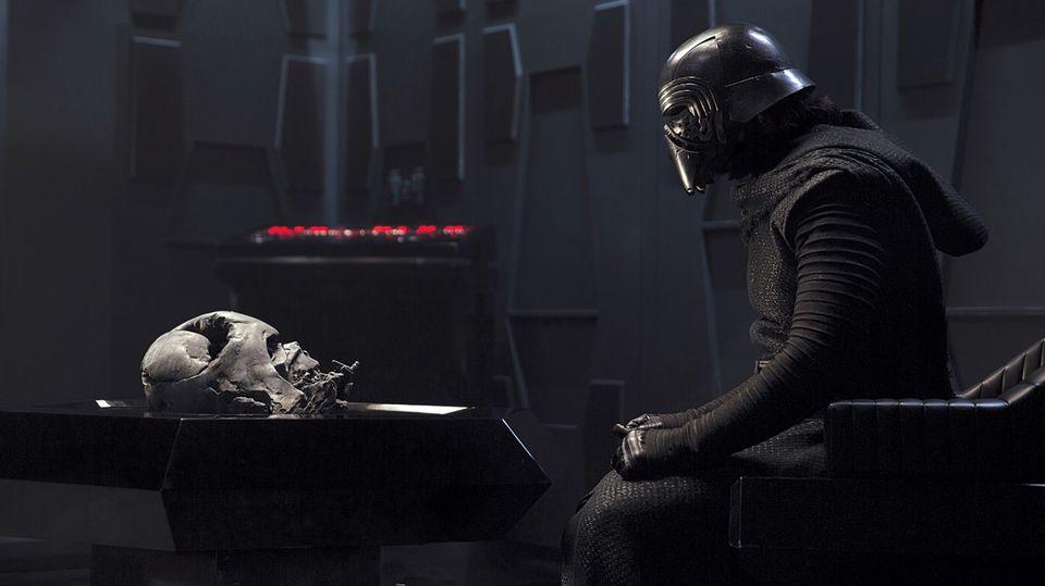 кадры из фильма Звездные Войны: Пробуждение Силы Адам Драйвер,