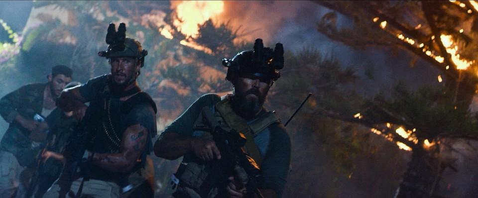 кадры из фильма 13 часов: Тайные солдаты Бенгази Пабло Шрэйбер, Дэвид Денман,