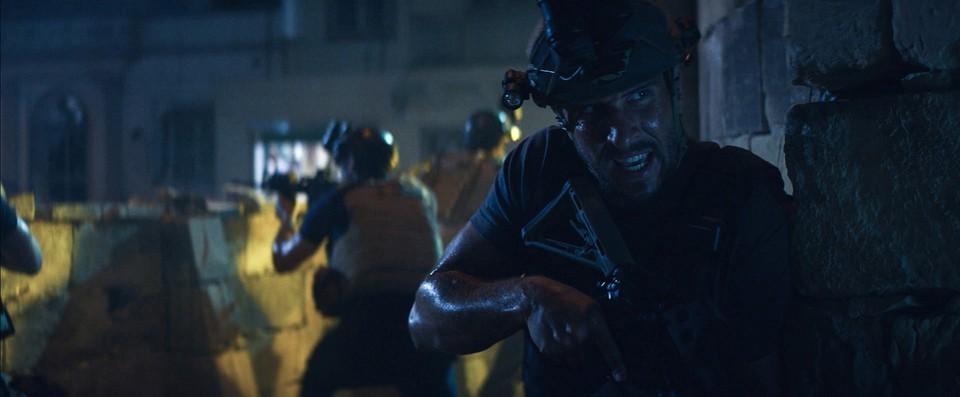 кадры из фильма 13 часов: Тайные солдаты Бенгази Пабло Шрэйбер,